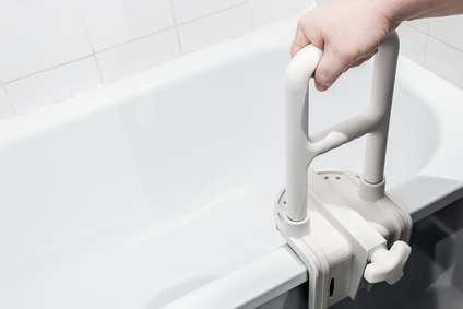 checkliste badezimmer barrierefrei planen mit platzbedarf ausstattung. Black Bedroom Furniture Sets. Home Design Ideas